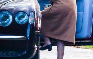 regina Elisabeta poarta aparat auditiv foto
