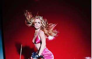Britney Spears si-a rupt piciorul