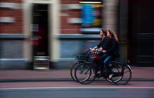 Motive pentru care numeroși angajați aleg să meargă cu bicicleta la muncă
