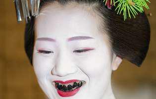 Dinții negri, un semn de frumusețe în Japonia. Ce semnificație avea acest ritual!