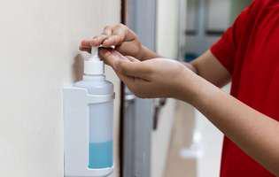 A fost inventat un nou tip de dezinfectant eficient împotriva COVID-19. E 100% românesc