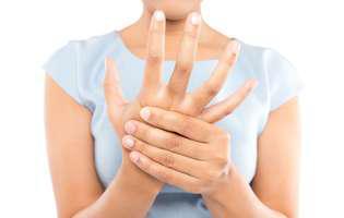 Pericolul din mâinile crăpate. Ne putem îmbolnăvi dacă nu ne tratăm în plină pandemie de COVID-19