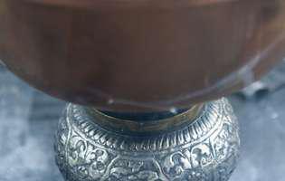 Ce diferențe sunt între uleiul sfințit și mir. Care dintre ele se pune în candelă la icoane!