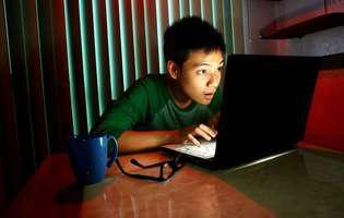 Cum protejezi adolescentul de mesajele sexuale de pe internet