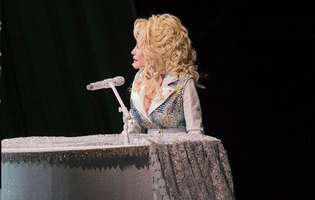 Dolly Parton, in Playboy, la 75 e ani