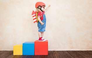 Idei de activități fizice pentru copii acasă. Cursă cu obstacole