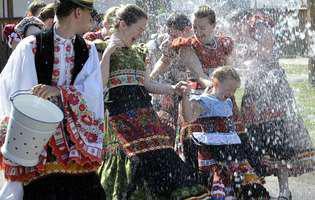 Tradiții vesele și comice de Paște. Cum petrec alte popoare a doua zi de Paște