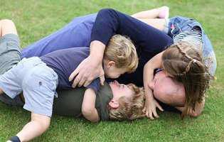 Imagini adorabile cu prințul William și cei trei copii. Ce detaliu au observat fanii când l-au văzut pe prințul Louis