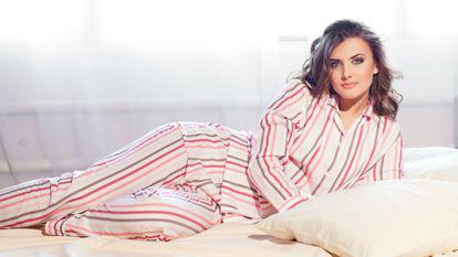 femeie-in-pijamale