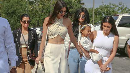 familia-kardashian-cost-promovare-instagram-produse