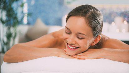 Ce este masajul Lomi Lomi și la ce te poate ajuta