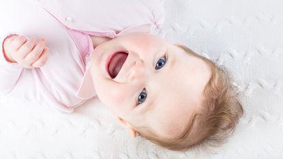 5 semne clare că bebelușul tău e fericit