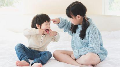 Studiu: Frații mai mici sunt mai răutăcioși