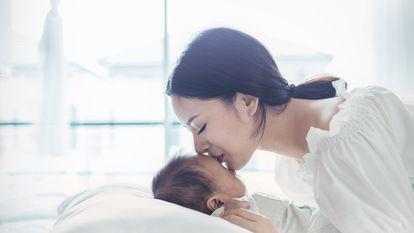Impresionant! Cum arată RMN-ul unei mame care își sărută copilul pe frunte