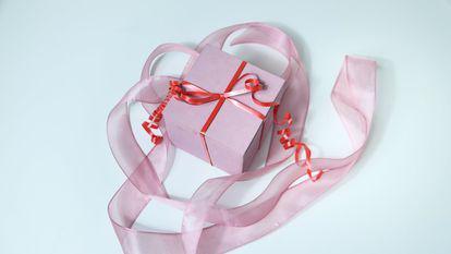 (P) Cum alegi cadourile personalizate pentru cea mai bună persoană din viața ta- mama?
