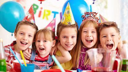 (P) Distracţia lor, cea mai importantă: de ce să angajezi animatori la petrecerile de copii?