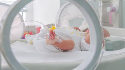 Un bebeluș, de doar 15 zile, e cel mai tânăr pacient cu COVID-19 intubat la ATI