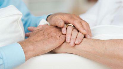 L-a ținut de mână când și-a dat ultima suflare. Nu se aștepta nimeni ca la cinci ore să se întâmple asta