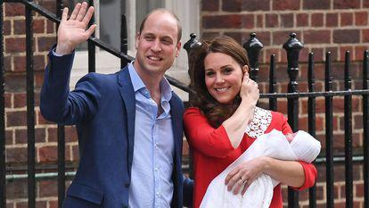 Kate Middleton Printul William bebelusul