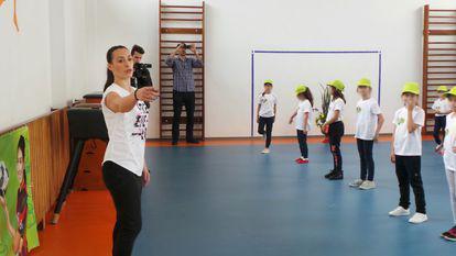 catalina ponor antrenament la scoala din valenii de munte