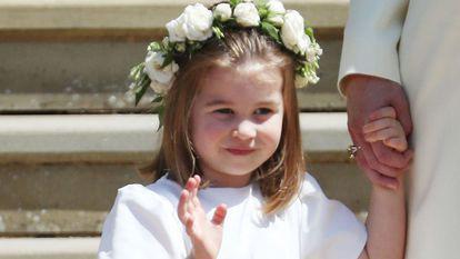 Prințesa Charlotte, salutând multimea