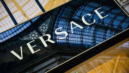 Versace, cumpărată de Michael Kors