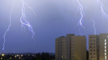 Cod galben de furtuni în București