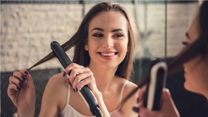 Cum să-ți îndrepți părul cu placa fără să-l arzi? Iată 5 trucuri care te vor ajuta mult