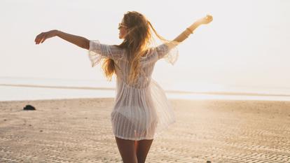 Cum să arăți bine când mergi la plajă. 4 trucuri simple și de efect de care trebuie să ții cont