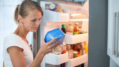 3 trucuri simple pentru a păstra mâncarea proaspătă mai mult timp