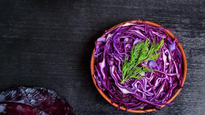 9 motive pentru care ar trebui să incluzi varza roșie în alimentația ta