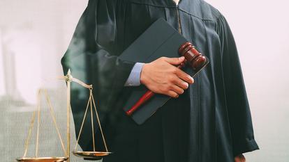 Reacție revoltătoare a unui judecător vizavi de cazul unei femei abuzate sexual