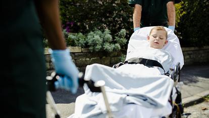 Un puști de numai 14 ani și-a ținut fratele în viață până la sosirea ambulanței
