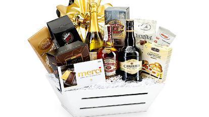 (P) 7 contexte în care un coș cadou gourmet poate fi cadoul ideal