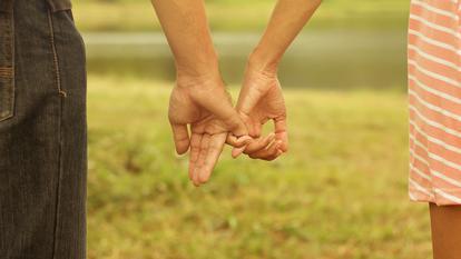 Și tu confunzi atașamentul cu iubirea? Iată semnele: