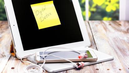 Ar trebui să renunți la rețelele sociale? Cum să faci o detoxifiere digitală