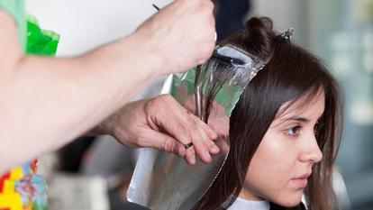 Ce riști dacă îți vopsești părul