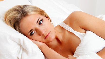 Ce înseamnă când visezi că soțul te înșală și cum îți afectează relația