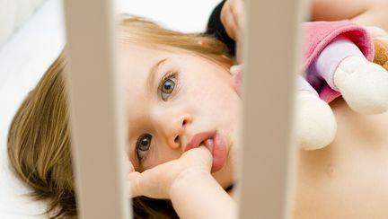 De ce copiii isi sug degetul si ce masuri trebuie sa iei