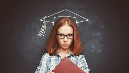 femeie care a absolvit
