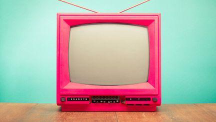 televizor retro roz