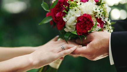 cuplu la nunta