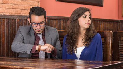 cuplu-care-asteapta-la-restaurant