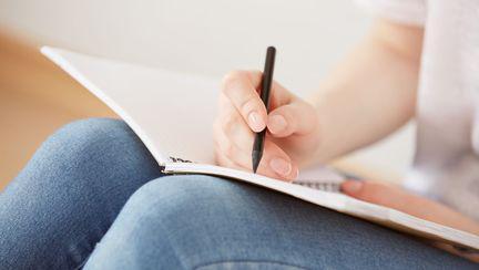 adolescenta-care-scrie