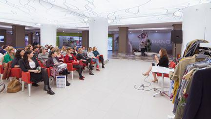 """In cadrul workshopului """"Style Detox"""" organizat de Bucuresti Mall, Irina Markovits a impartasit vizitatoarelor cele 3 etape principale ale unei evaluari de garderoba."""