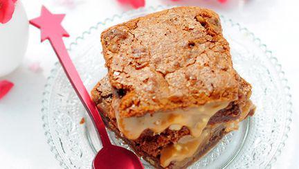Prăjitură cu ciocolată și cremă caramel
