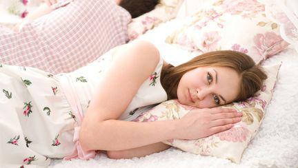 Ce spune despre dragostea voastră poziţia în care dormiţi