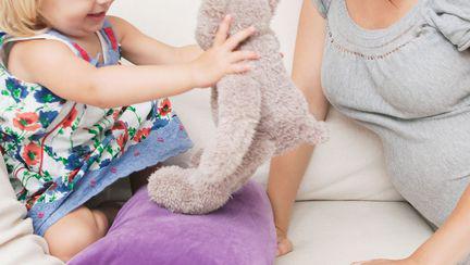 Cum să te comporți cu primul copil când se naște bebe