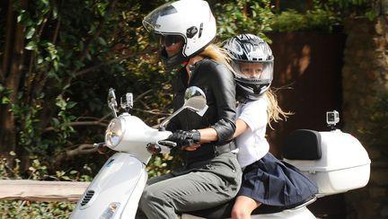 Gwyneth Paltrow își pune din nou fiica în pericol