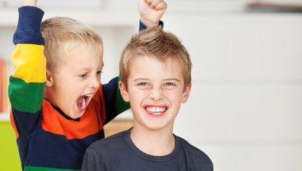 Relații între frați: lasă-i să se certe!